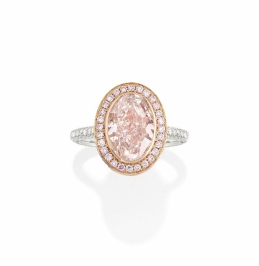 0cb3df6d9d Un diamante rosa, uno zaffiro Kashmir e iconiche creazioni di maison  internazionali, da Bulgari e Van Cleef & Arpels fino a Schlumberger per  Tiffany, ...
